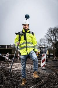 contractor with gnss receiver UNI-GR1